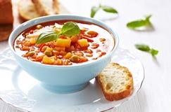 Суп минестроне с хлебом Стоковые Изображения RF