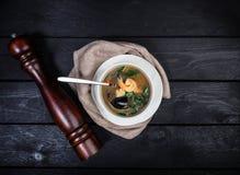 Суп морепродуктов с креветками и мидиями стоковые изображения