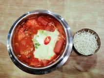 Суп морепродуктов Yukgaejang очень вкусной корейской еды пряный, корейские cuis стоковые изображения rf