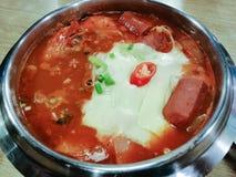 Суп морепродуктов Yukgaejang очень вкусной корейской еды пряный, корейские cuis стоковые фото