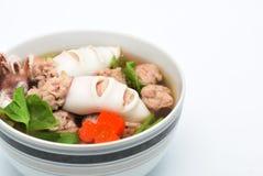 Суп овощей с кальмаром и свининой стоковые изображения