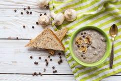 Суп пюра гриба с allspice, петрушкой, champignons и toas Стоковые Изображения RF