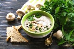 Суп пюра гриба с allspice, петрушкой, champignons и toas Стоковое Изображение RF