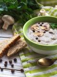 Суп пюра гриба с allspice, петрушкой, champignons и toas Стоковые Фото