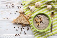 Суп пюра гриба с allspice, петрушкой, champignons и toas Стоковые Изображения