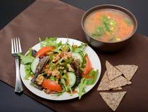 Суп, салат и обломоки для обеда стоковое фото rf