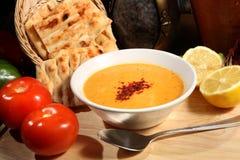 суп середины чечевицы восточной еды ливанский Стоковая Фотография