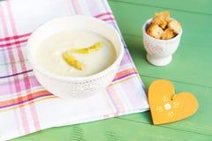Суп спаржи с гренками Стоковая Фотография