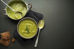 Суп с овощем и травами Стоковое фото RF