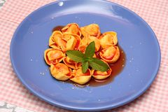 Суп томатов с tortellini Стоковые Фото