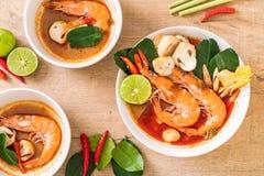 Суп Тома Yum Goong пряный кислый стоковая фотография
