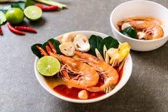 Суп Тома Yum Goong пряный кислый стоковое изображение