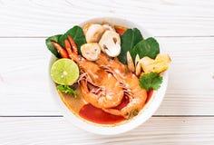 Суп Тома Yum Goong пряный кислый стоковые фотографии rf