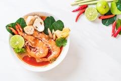 Суп Тома Yum Goong пряный кислый стоковые изображения