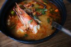 Суп Том yum, Том yum с креветкой, Тайской кухней стоковая фотография