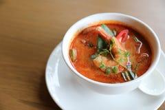 Суп Том Yum, тайский традиционный пряный суп креветки стоковое фото