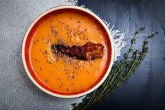Суп тыквы на черной предпосылке Стоковые Фотографии RF