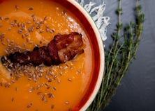 Суп тыквы на черной предпосылке Стоковое Фото
