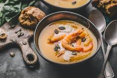 Суп тыквы осени сметанообразный в шарах Стоковые Изображения RF