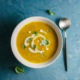 Суп тыквы сметанообразный в шаре Стоковая Фотография