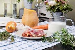 Суп тыквы сметанообразный с цыпленком Стоковое Изображение