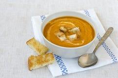 Суп тыквы с гренками. Стоковое Фото
