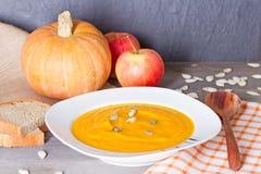 Суп тыквы с семенами тыквы Стоковые Фотографии RF