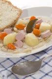 Суп фасоли с картошкой и сосиской стоковые изображения rf