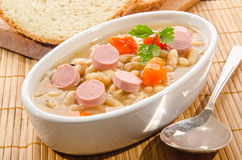 Суп фасоли с сосиской стоковое фото rf
