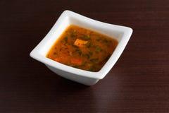 Суп цыпленка на деревянной таблице Стоковое Изображение