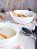 Суп чеснока cream на белой предпосылке Стоковые Фотографии RF