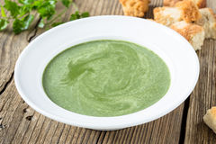 Суп шпината cream на деревянной предпосылке Стоковые Фото