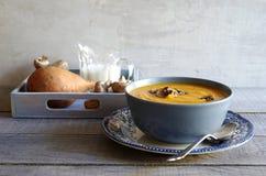Суп Яма с зажаренными в духовке грибками Стоковые Фотографии RF