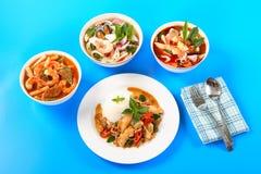 Суп andSour супа Тома Yum сделанный из затира тамаринда с креветкой и несколькими видов овощей стоковая фотография rf