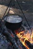 Суп, shurpa, котел, огонь, варя Стоковые Изображения