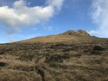 Суровая гористая местность в Северной Ирландии стоковое фото rf