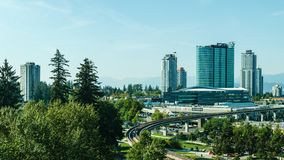 Суррей, Канада 5-ое сентября 2018: Современные здания и область Ванкувера центра города инфраструктуры большая Стоковое Изображение