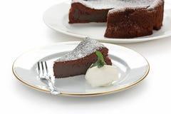 суфле торта упаденное шоколадом стоковые фотографии rf
