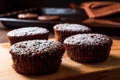 Суфле шоколада с напудренным сахаром Стоковая Фотография RF