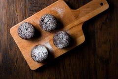 Суфле шоколада с напудренным сахаром Стоковая Фотография
