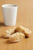 3 сухаря с кружкой кофе Стоковое Изображение