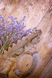 Сухая лаванда и деревенский утюг (старый утюг) Стоковая Фотография RF
