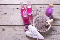 Сухая лаванда отпочковывается шар, лаванда острословия саше и бутылки с co Стоковая Фотография