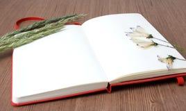 сухая тетрадь цветков Стоковое фото RF