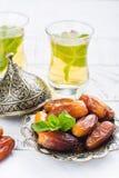 Сухие даты и чай мяты Стоковые Фото