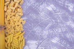 Сухие итальянские макаронные изделия различных видов Стоковое Изображение