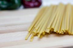Сухие макаронные изделия Fetticcine Стоковые Фото