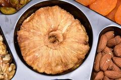 Сухие органические куски ананаса подготавливают для еды высушенного ананаса стоковые фотографии rf