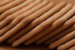 Сухие печенья на таблице Стоковая Фотография RF