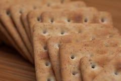 Сухие печенья на таблице Стоковая Фотография